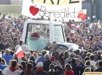 papst benedikt xvi. beim besuch in freiburg - 2011